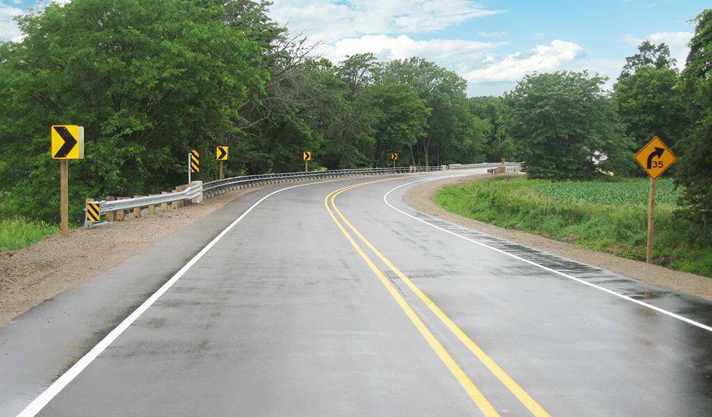 Highway-leading-to-Eureka-Bridge