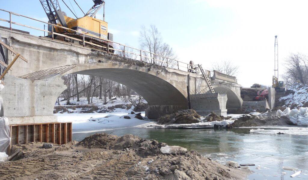heavy machinery widening eureka bridge