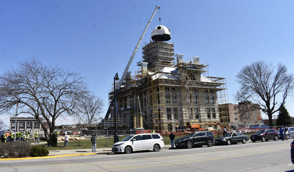 marshall county courthouse dome being craned on after storm repairs